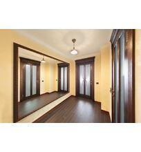 двери из массива дуба в коридоре