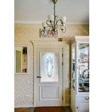двери из массива дуба на кухне